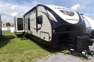 New 2019 Prime Time LaCrosse 3299SE Travel Trailers